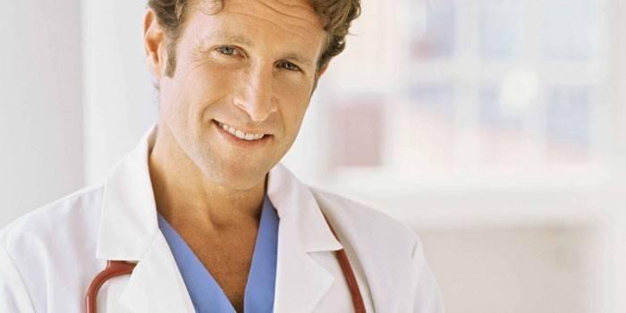 Чоловік-лікар