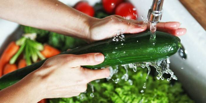 миття овочів