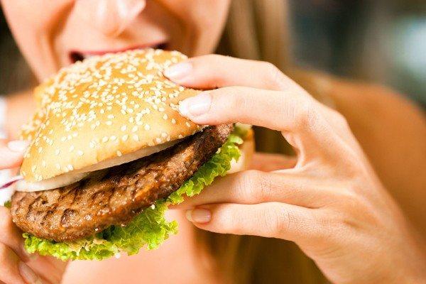 неправильне харчування у жінки