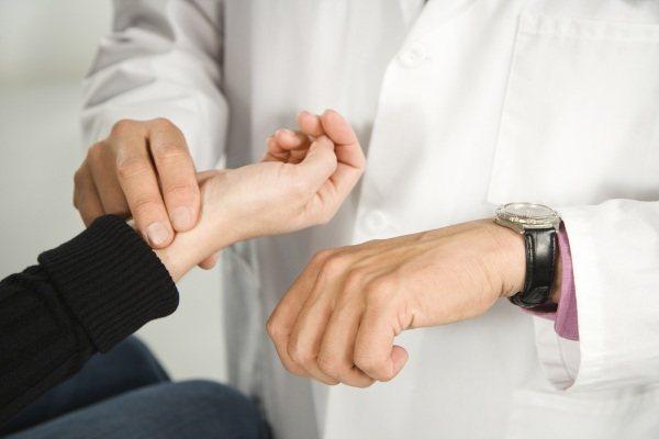 Непрохідність кишечника у дорослих.  Причини, симптоми и лікування.  Народні ЗАСОБІВ препарати, операція