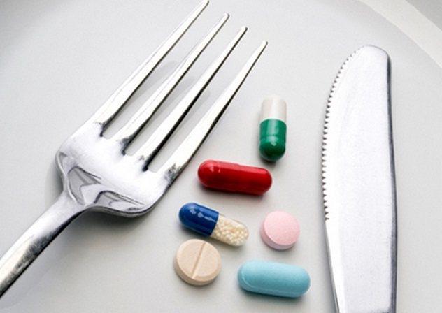 Ніж вилка і таблетки