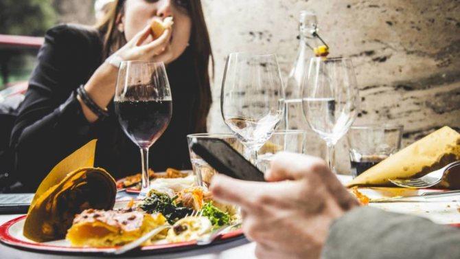 Рясний прийом їжі і алкоголю