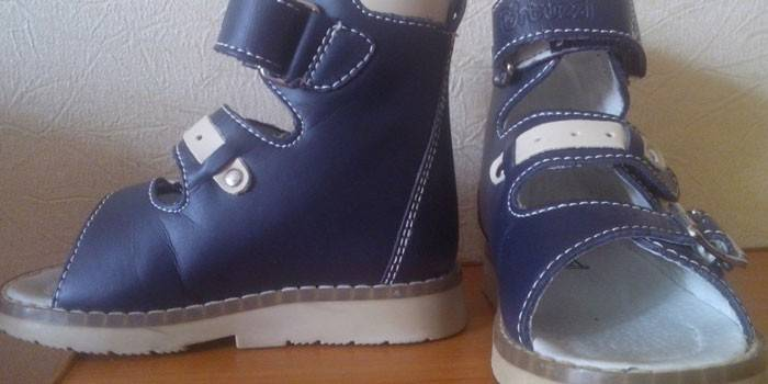 Ортопедичне взуття для плосковальгусной стопи