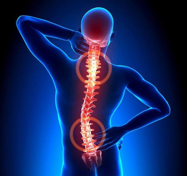 Остеохондроз зустрічається Досить часто, и на Деяк стадіях его развития пацієнт может відчуваті і біль между лопатками