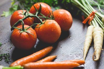 овочі на столі