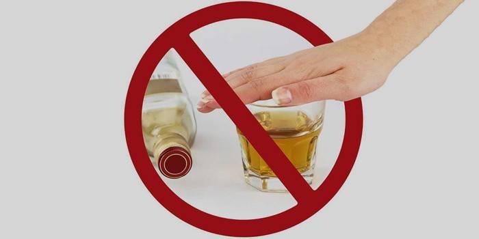 Перекреслена пляшка и склянка з алкоголем