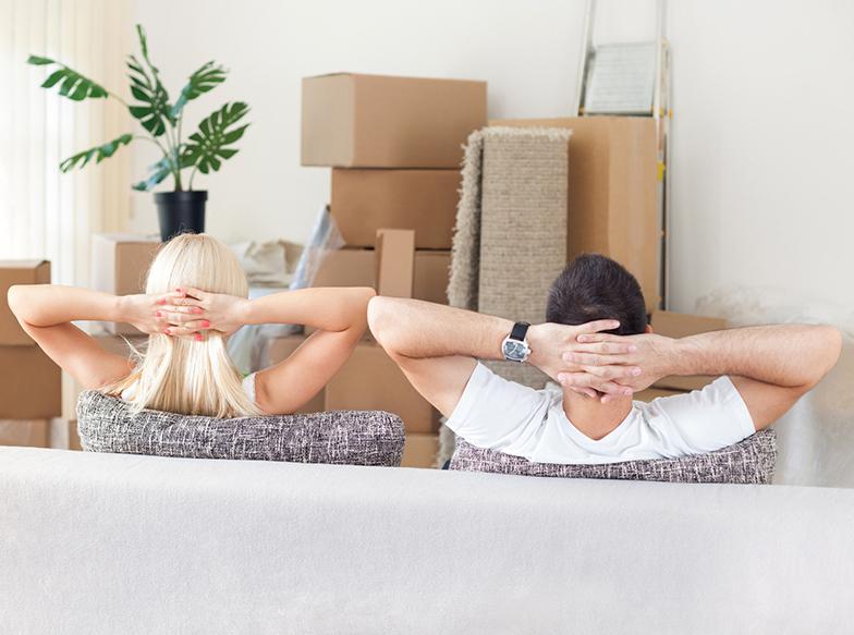 Вантажні перевезення: сім'я переїздить до нової квартири