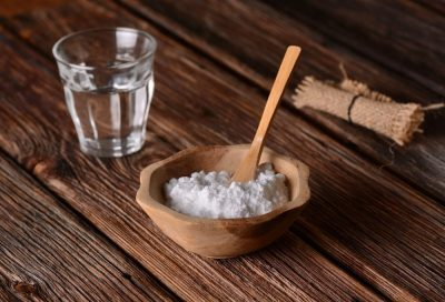 харчова сода і стакан води
