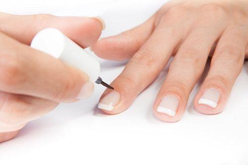 Чому шаруються нігті і що з цим робити?