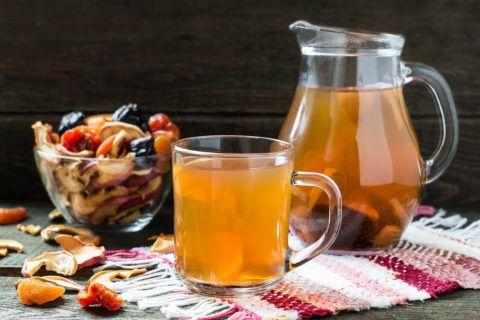 Крім води, корисно пити компоти з сухофруктів, відвар шипшини.