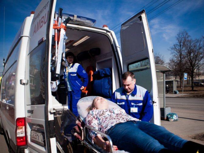 Допомога при транспортуванні хворого в швидкої допомоги