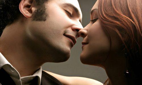 Після поцілунків з людиною, у якого спостерігається початкова стадія розвитку лабіального типу вірусу, бульбашки з'являються на губах
