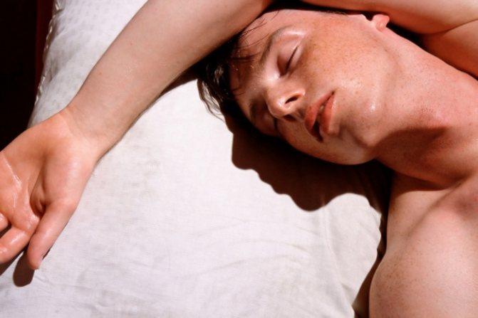 Потіє во время сну