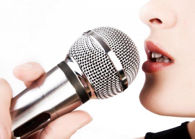причина осиплості голосу - спів