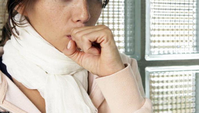 причини кашлю без застуди у дорослого