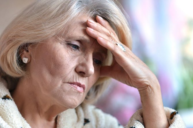 розвиток адентії у літніх людей