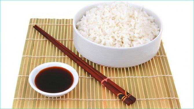 Рис з соєвим соусом