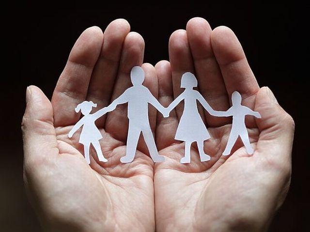Сім'я в руках