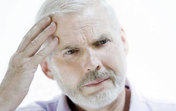 стадії деменції у людей похилого віку