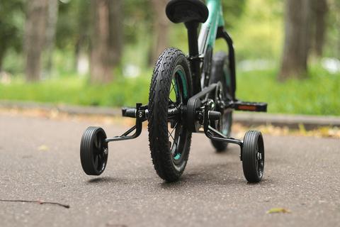 Страховочные колеса на детском велосипеде