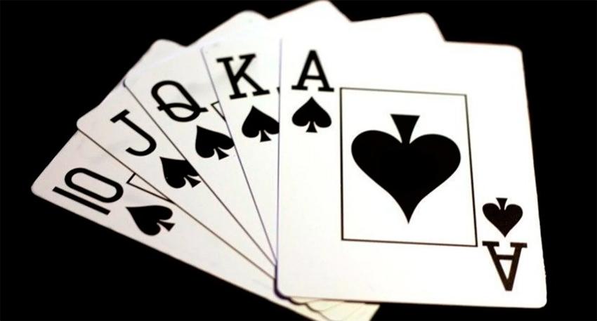 Пиковый роял флэш в покере