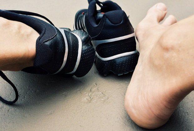 тісне взуття
