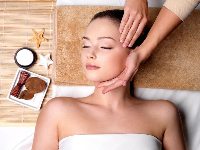 точкові масаж в області скроні