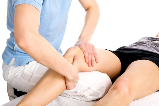 Травматологи-ортопеди проводять як діагностику захворювання, в даному випадку артрозу колінного суглоба, так і подальше лікування з контролем його ефективності