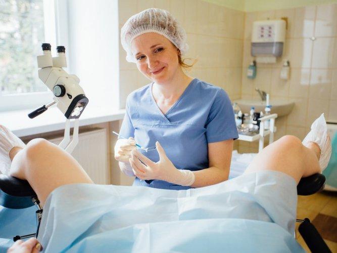 Тяжкість внизу живота у жінок.  Причини перед місячнімі, менопаузі, клімаксі, при вагітності, лікування