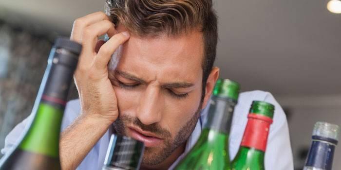 У Чоловіка болить голова