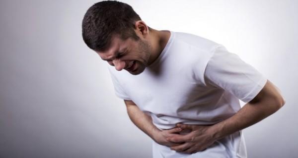 У чоловіка болить живіт