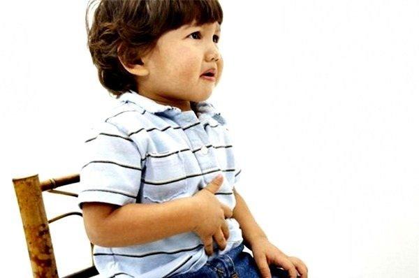 У дитини болить низ живота