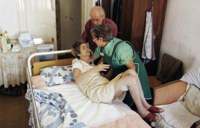 Помирає хворий не від самої хвороби Альцгеймера, а від виснаження, інфекцій або пневмонії, супутніх даної патології