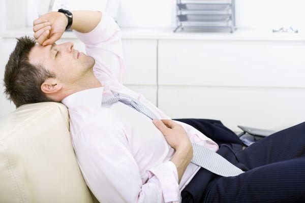 втомлено людина