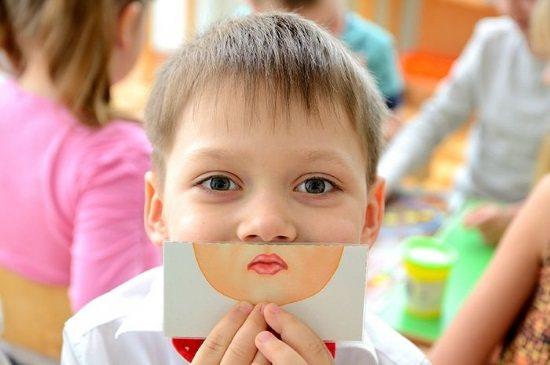 В результаті заїкання звужується коло спілкування дитини