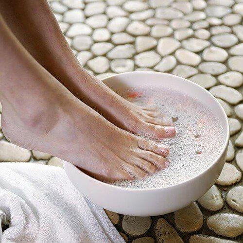 Ванночки для ніг від болю в горлі