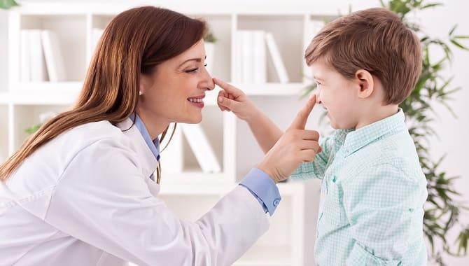 Лікар і дитина