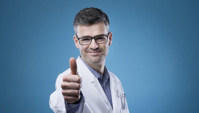 Лікар показує клас