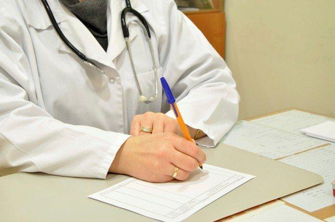 Лікар віпісує рецепт