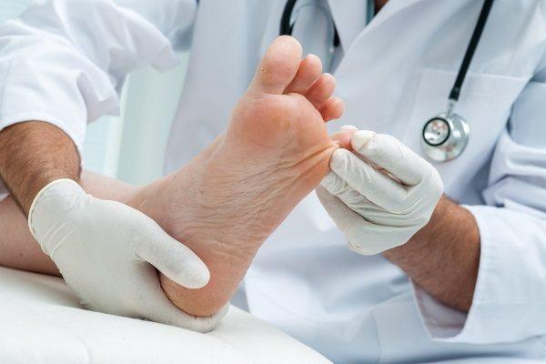 Врослий ніготь на великому пальці ноги. Причини появи, симптоми, лікування без операції народними засобами, мазі, операція