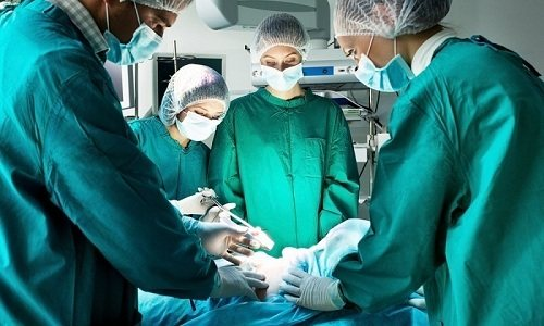 Вроджена обмеження грижі є показанням до проведення хірургічного втручання в Перші години життя