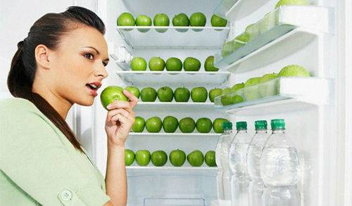 Яблука в холодильнику