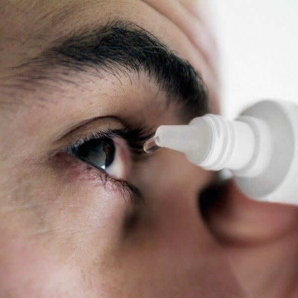 закапування крапель в очі