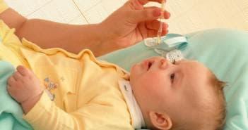 закопування носа новонародженого краплями називин