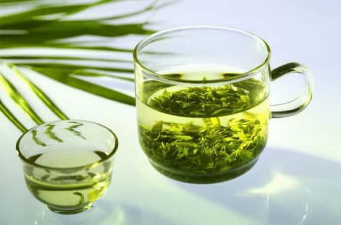 зелений чай при сіпається око