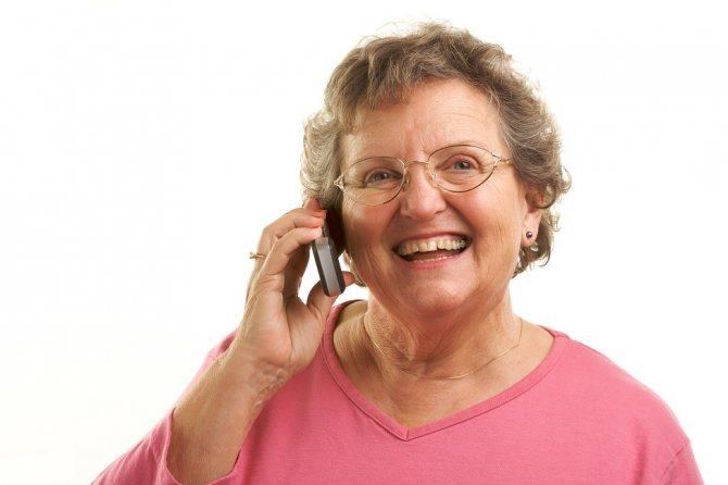 Жінка каже по телефону