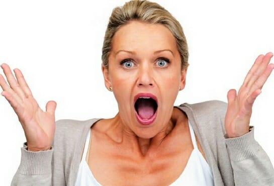 жінка кричить