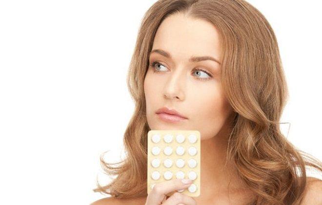 Жінка з таблетками